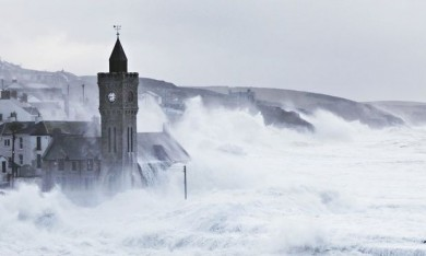 Waves-Porthleven-Cornwall-012